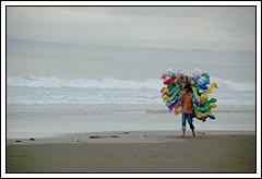 Mencari Nafkah di Pantai Pangandaran bulan Desember 2008