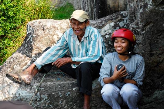 Foto juru pelihara Keraton Ratu Boko bernama Mbah Manto ahli primbon Jawa di tahun 2009