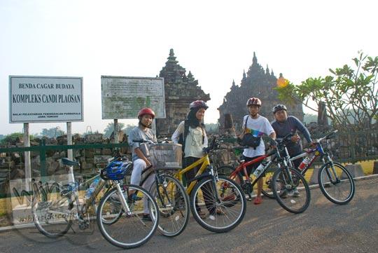 Foto Sepeda di Candi Plaosan pada tahun 2009