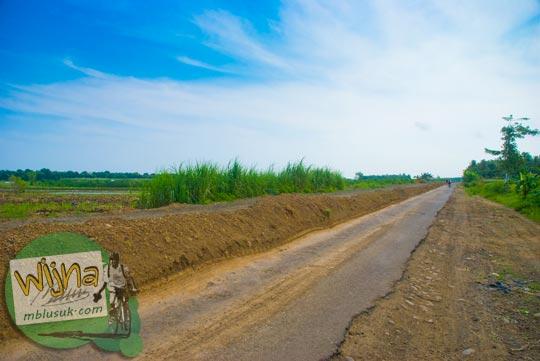 Foto kondisi rusaknya Jalan raya Daendels di Purworejo pada tahun 2009
