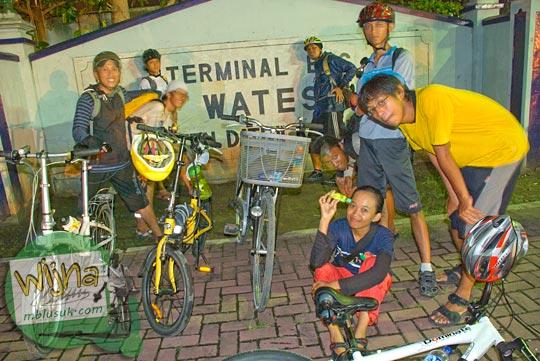 Foto night ride sepeda dari Kota Jogja menuju Kota Wates dan berhenti di Terminal Wates pada tahun 2009