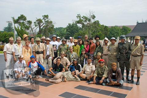 Foto komunitas Podjok mengikuti acara Serangan Sepeda 1 Maret 2009 di kota Yogyakarta