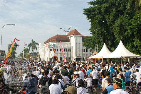Foto ramainya pesepeda yang mengikuti acara Serangan Sepeda 1 Maret 2009 di kota Yogyakarta