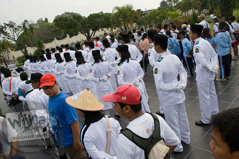 Foto upacara pesepeda di taman makam pahlawan kusumanegara yogyakarta