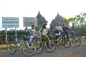 Nyepeda Bareng Keliling Candi di Seputar Prambanan