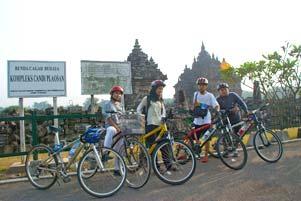 Thumbnail untuk artikel blog berjudul Nyepeda Bareng Keliling Candi di Seputar Prambanan