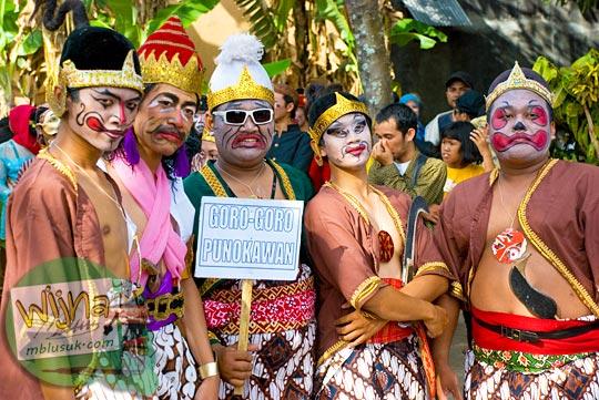 coro-coro punakawan di acara budaya srawung kampung kotagede, Yogyakarta di tahun 2009
