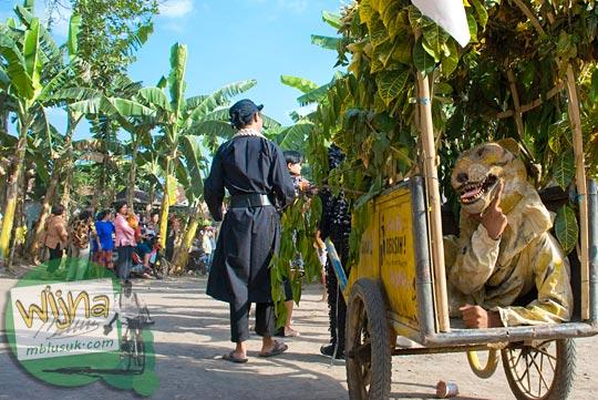 gerobak sampah dengan singa di acara budaya srawung kampung kotagede, Yogyakarta di tahun 2009