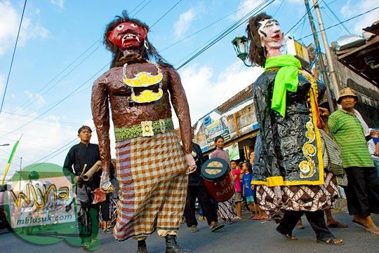 pengantin genderuwo di acara budaya srawung kampung kotagede, Yogyakarta di tahun 2009