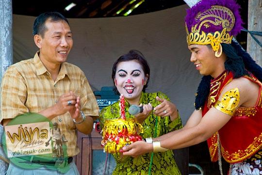 pemotongan tumpeng di acara budaya srawung kampung kotagede, Yogyakarta di tahun 2009