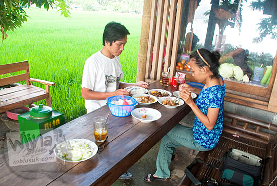 kenangan pas pacaran pernah makan berdua di warung sate kambing sor talok trirenggo bantul di jalan pramuka dekat manding
