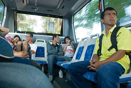 Susana di dalam Bus TransJogja pada tahun 2008