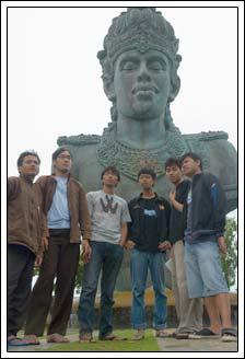 Foto narsis di Garuda Wisnu Kencana di Bali pada Februari 2009