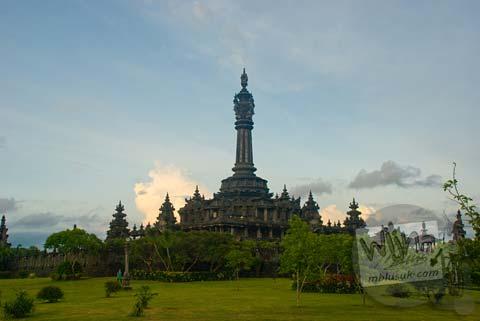 Foto Monumen Bajra Sandhi di Lapangan Niti Mandala kota Denpasar pada Februari 2009