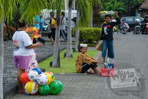 Foto Pedagang kaki di Lapangan Niti Mandala kota Denpasar pada Februari 2009