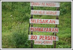 Foto berbagai tuntutan ganti rugi warga kepada PT Lapindo Brantas terkait bencana Lumpur Porong Sidoarjo tahun 2009