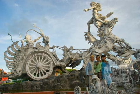 Foto Patung Satria Gatutkaca di Bali pada Februari 2009