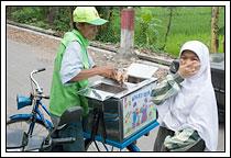 penjual es krim lima rasa desa Kebondalem Kidul