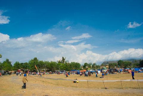 Foto Lapangan Krido Sakti Desa Kebondalem Kidul, Prambanan, Jawa Tengah yang disulap menjadi lapangan pacuan kuda selama masa idul fitri