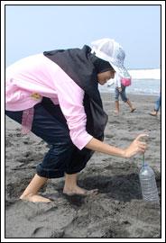 Foto outbond anak-anak Kebondalem Kidul, Prambanan di Pantai Glagah