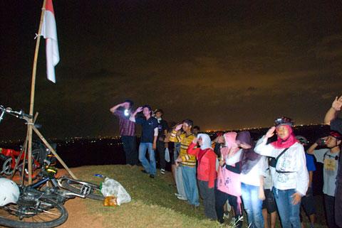 hormat indonesia raya upacara bendera berbah sleman nightride sepeda bayu indratomo pancasila ramadan puasa 17 agustus spss dirgahayu 65