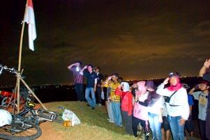 Thumbnail artikel blog berjudul Upacara Bendera Tengah Malam di Candi Abang