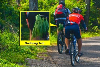 Jimat yang dipakai pesepeda Bandung untuk nanjak ke Warung Bandrek